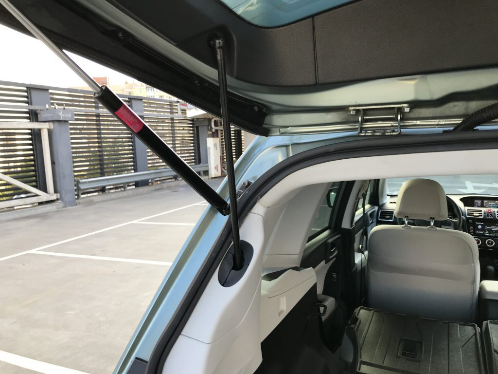 Autoprofix. Subaru Forester. Подъемный механизм крышки багажника.