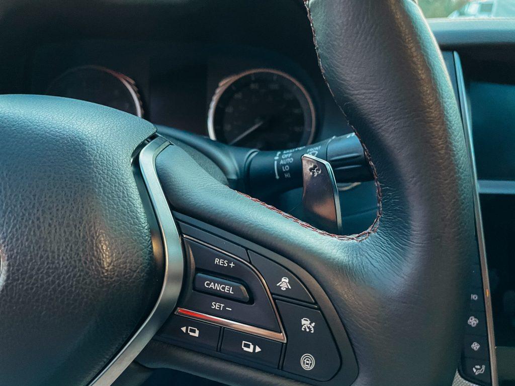 Infiniti Q50 Red Sport Кнопка удержания в полосе