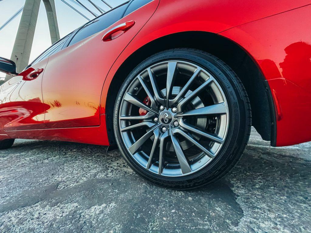 Infiniti Q50 Red Sport Брызговик